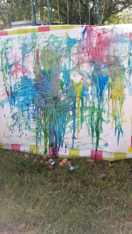 Jet de coquilles d 39 oeufs rempli de peinture - Peinture coquille d oeuf ...